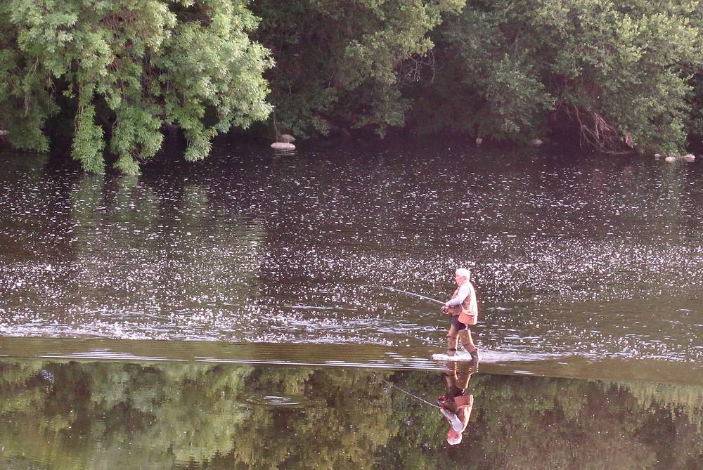 Рыбак на реке Миньо
