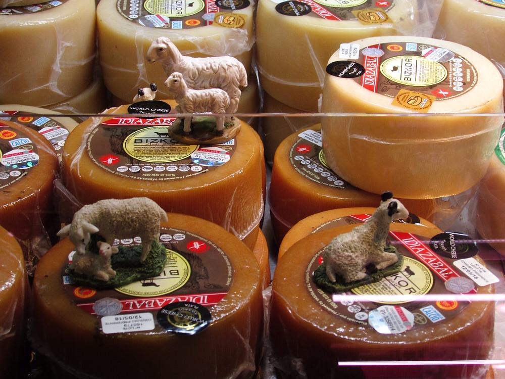 Витрина с сырами