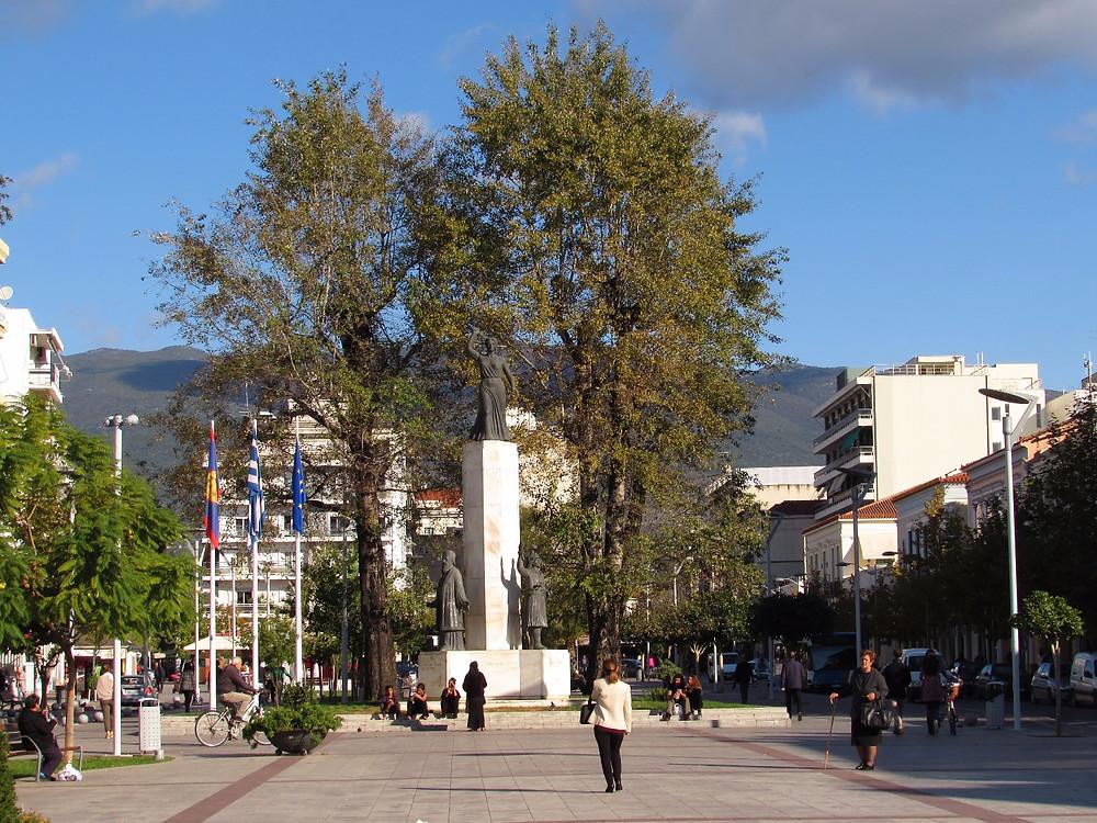 Центральная площадь Каламаты