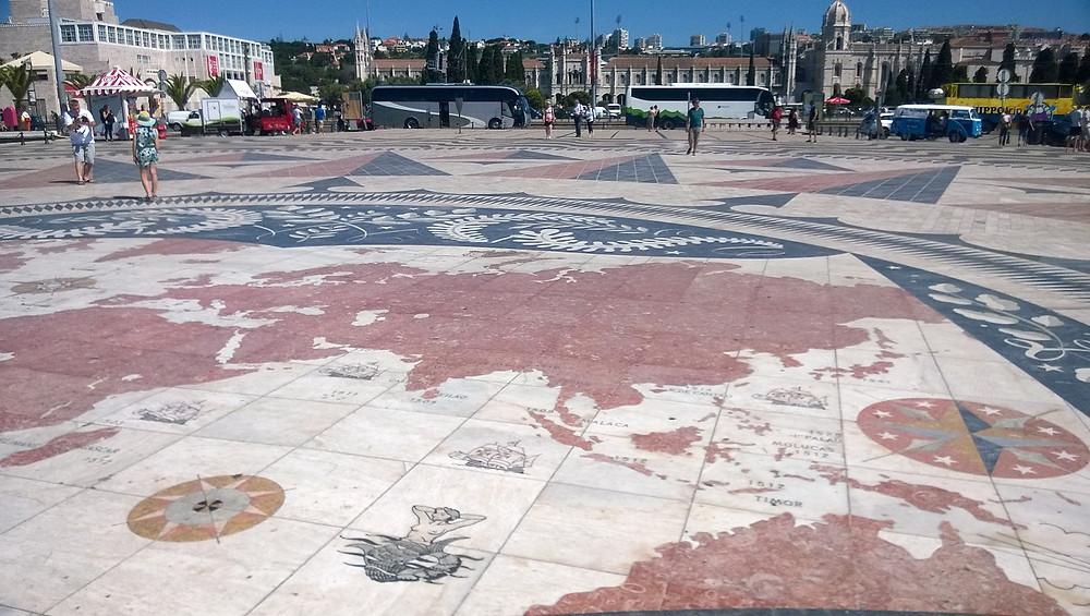 Карта перед памятником первооткрывателям