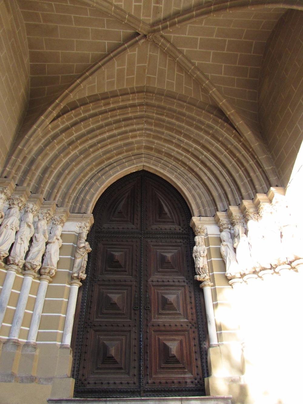 Вход в Кафедральный собор Эворы