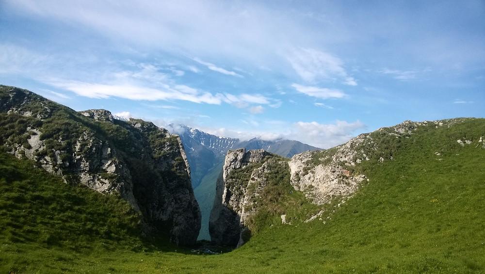 Проход между скал