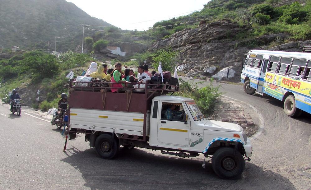 Индийцы в грузовике