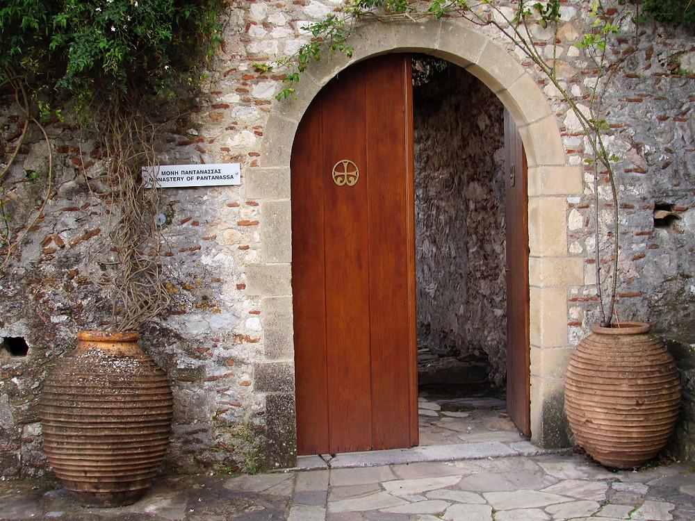 Вход в монастырь Пантанасса