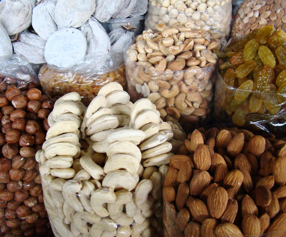 Орехи на рынке