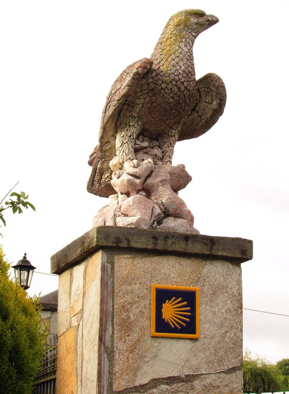 Каменный орел