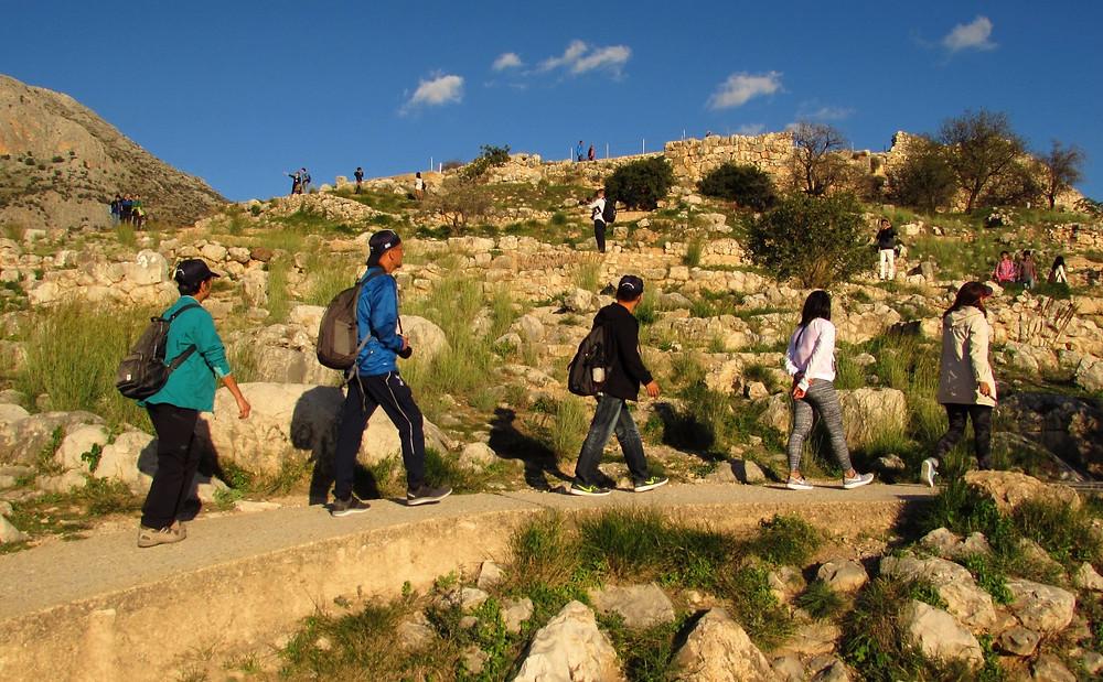 Туристы в Микенах