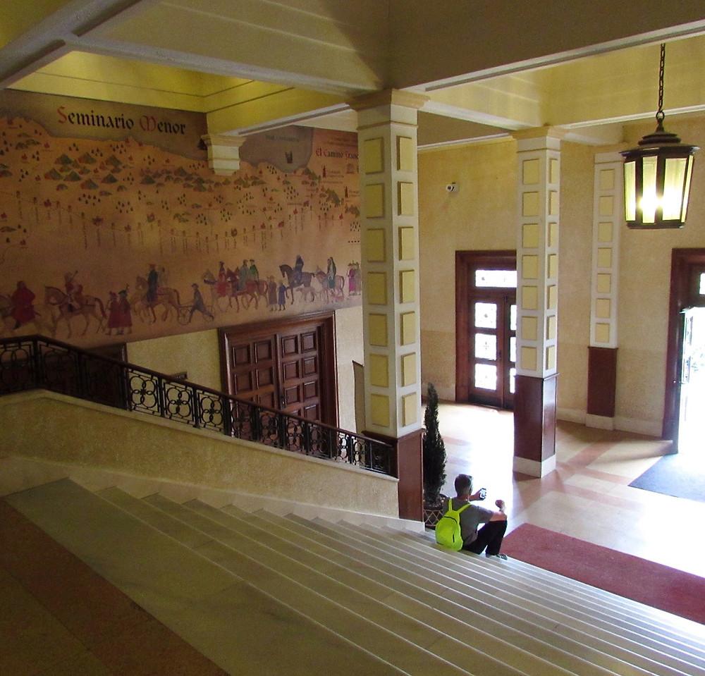 Холл в альберге Семинарио Менор