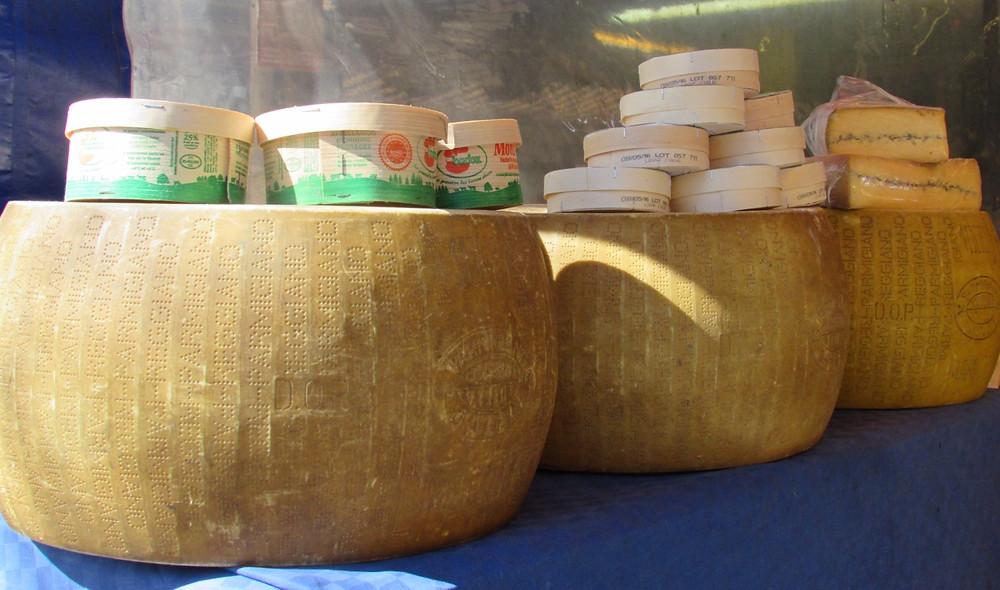 Гигантские головки сыра