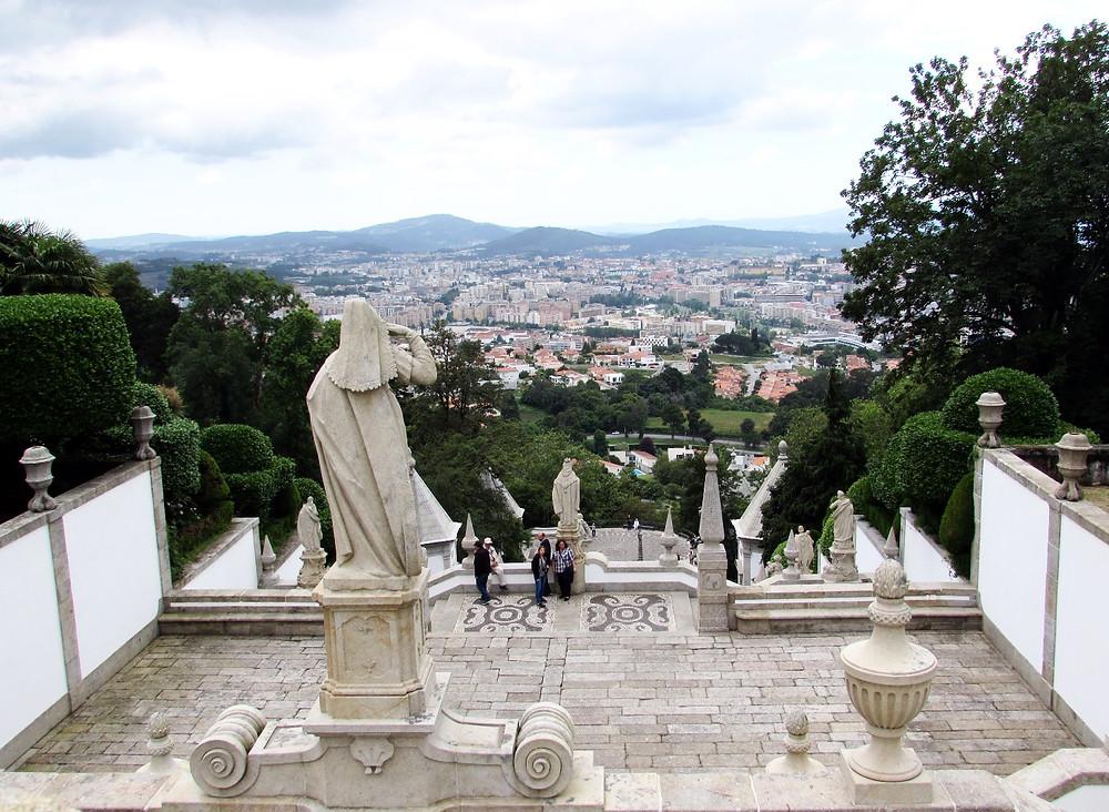 Вид с лестницы в Бом-Жезуш