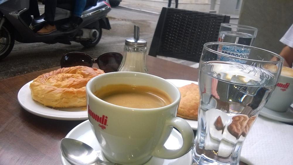 Кофе и выпечка в кафе Only1