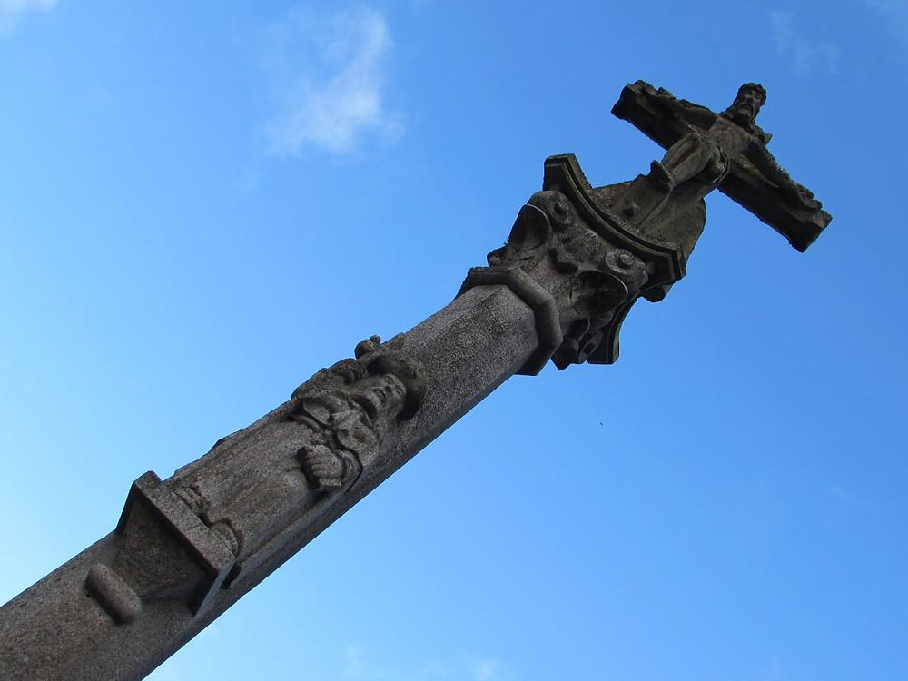 Крест у церкви Св.Тома