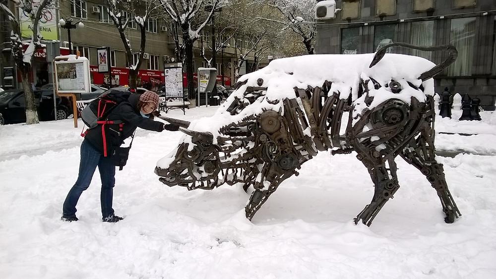 Скульптура быка