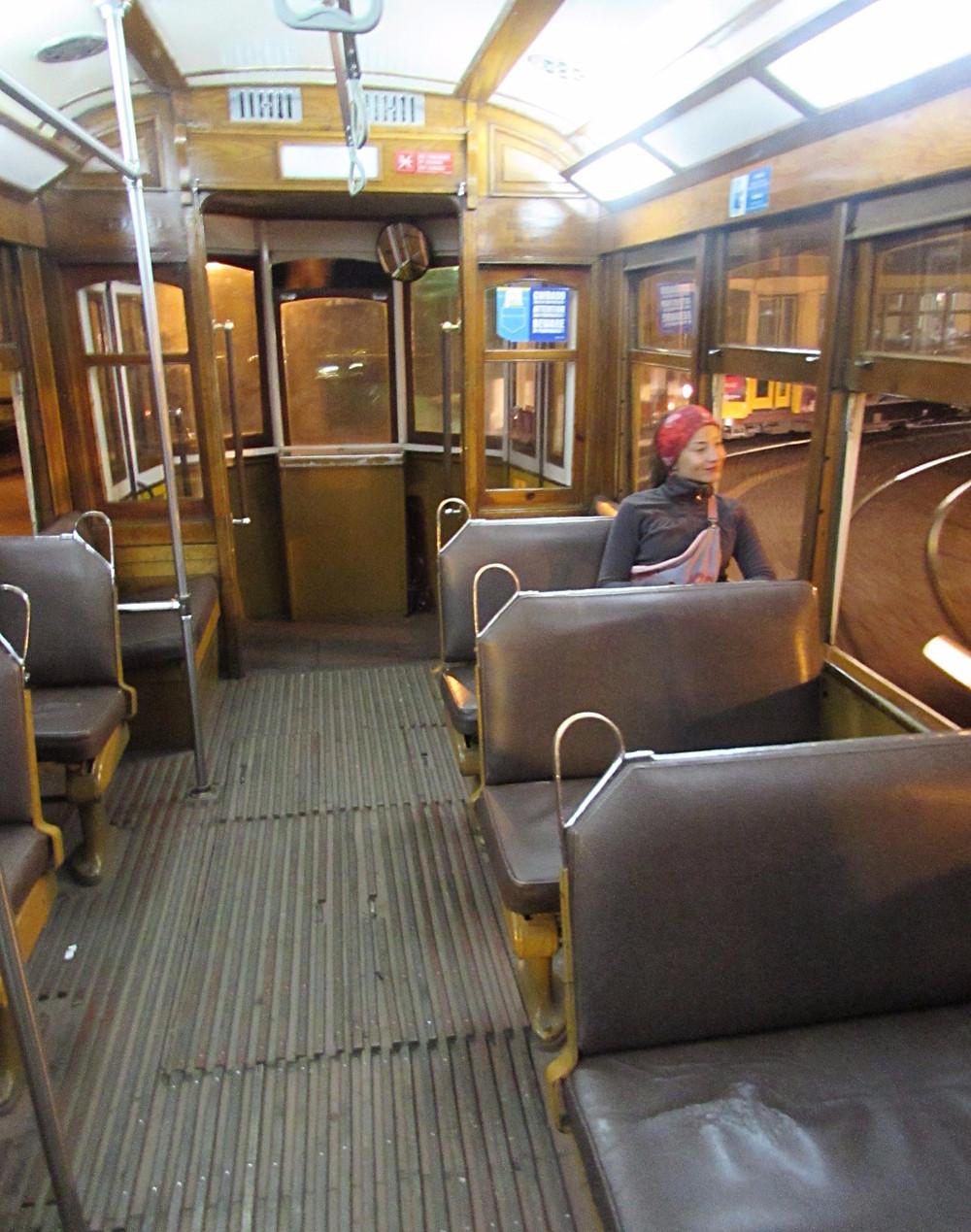 Пустой трамвай №28