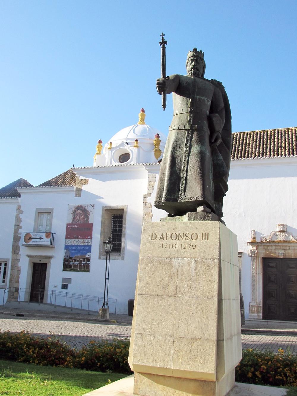 Памятник королю Афонсу III