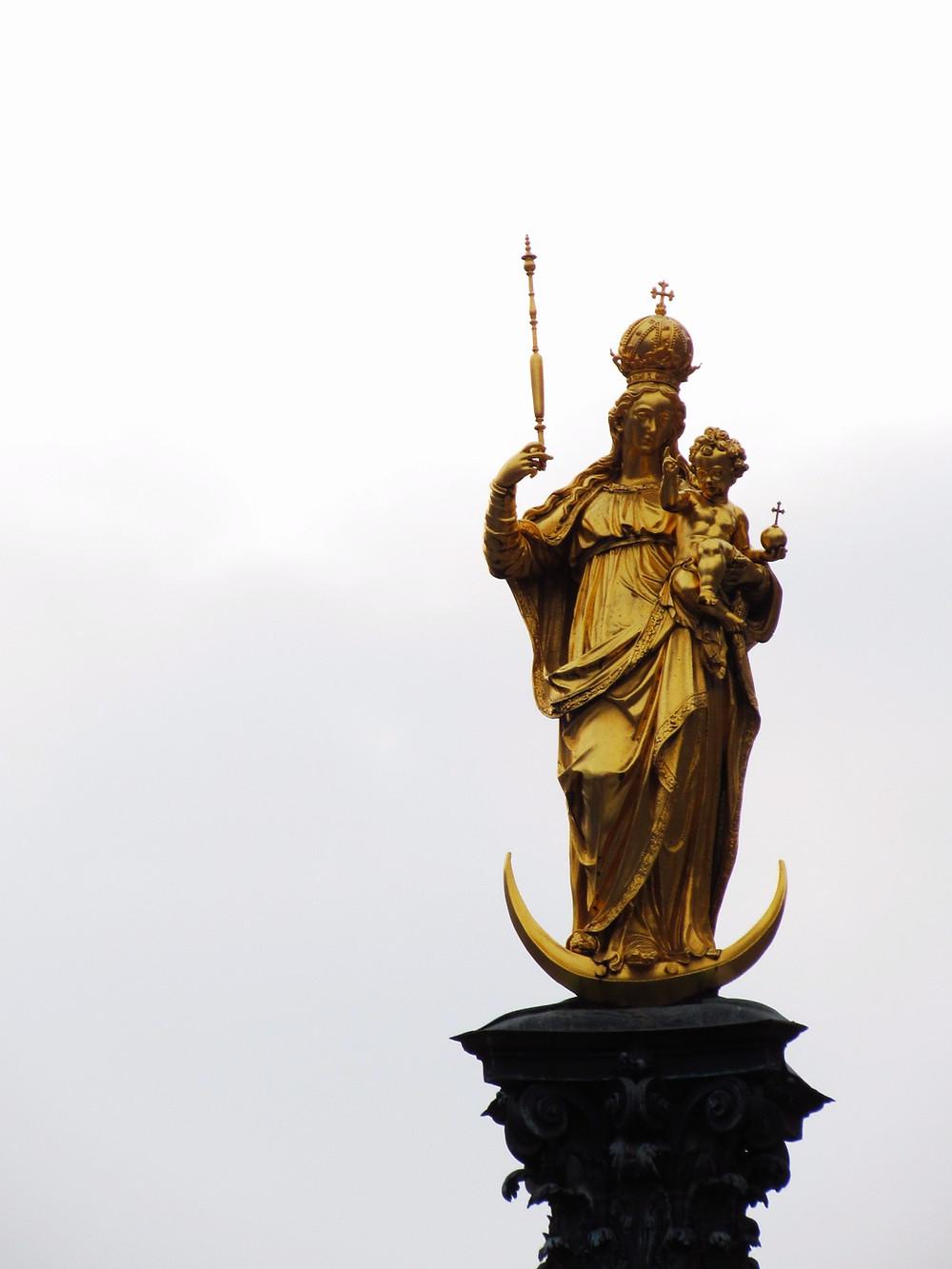 Фигура Девы Марии