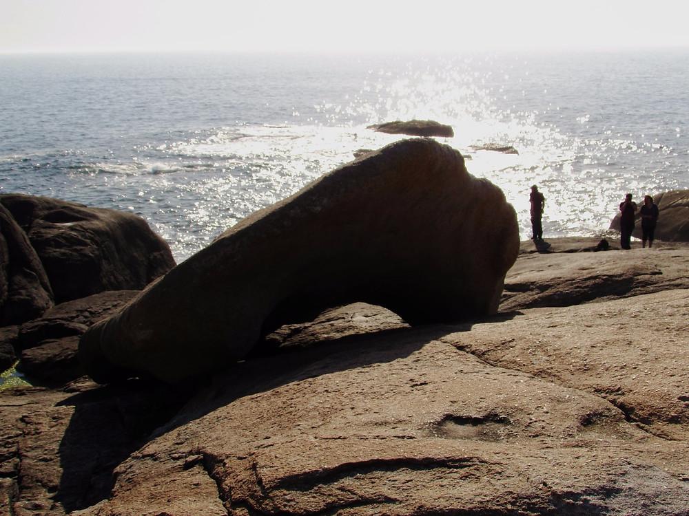 Камень-лодка