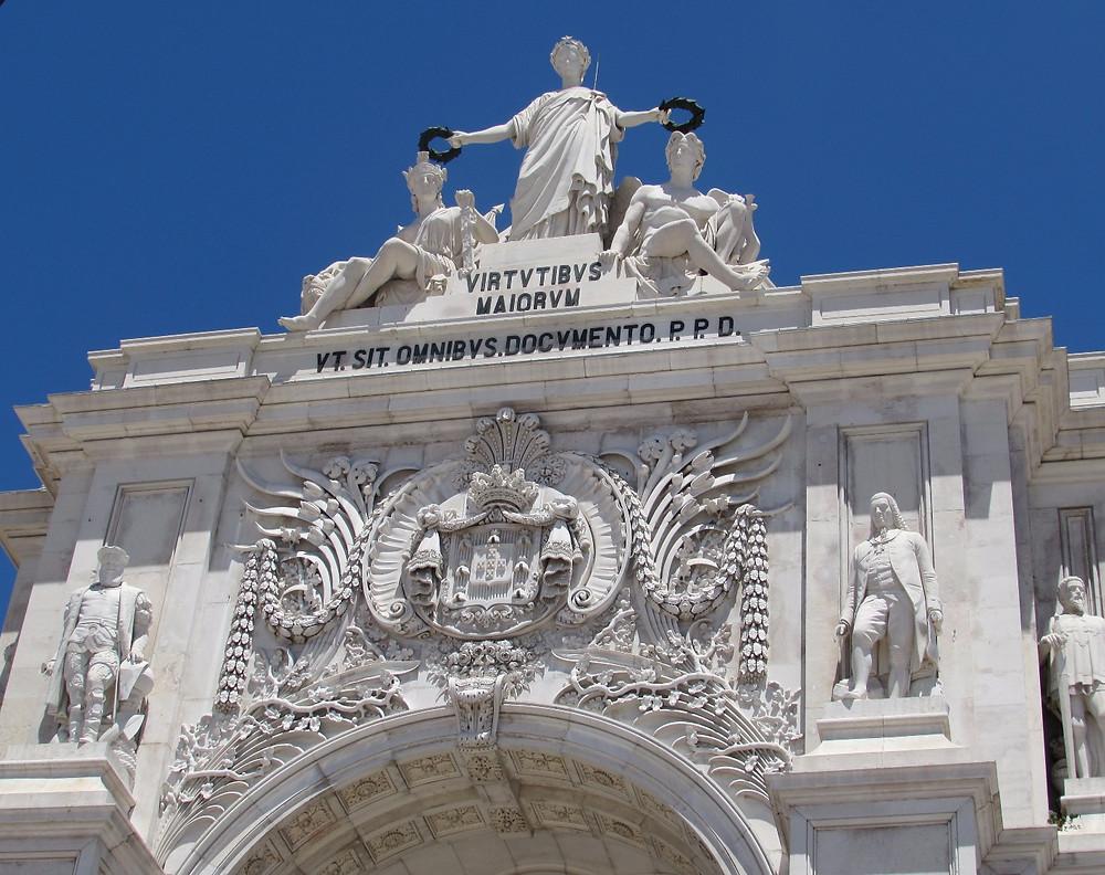 Арка на Площади Коммерции