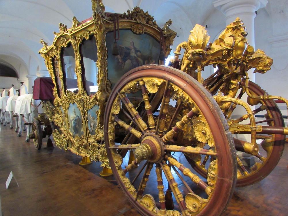 На выставке карет
