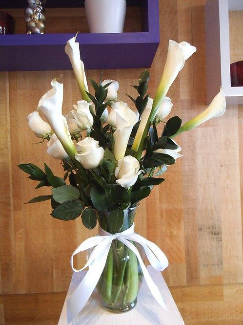 Vase de fleurs blanches