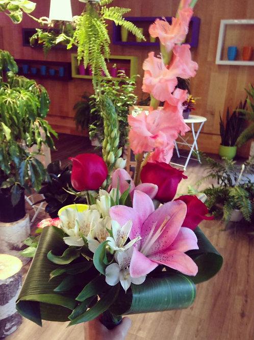 Bouquet surprise avec roses rouges