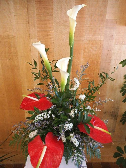 Vase lys callas et anthuriums rouges