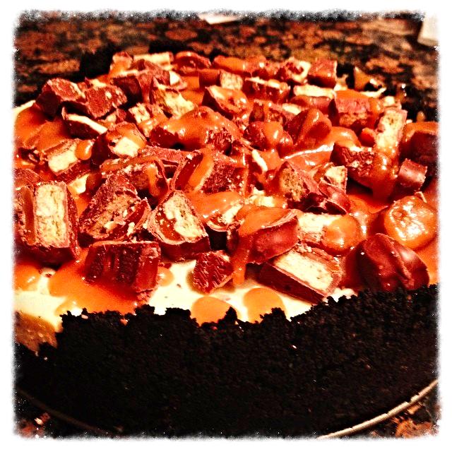 Twix-Oreo Cheesecake