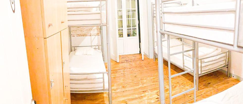 6 mixed bed dorm