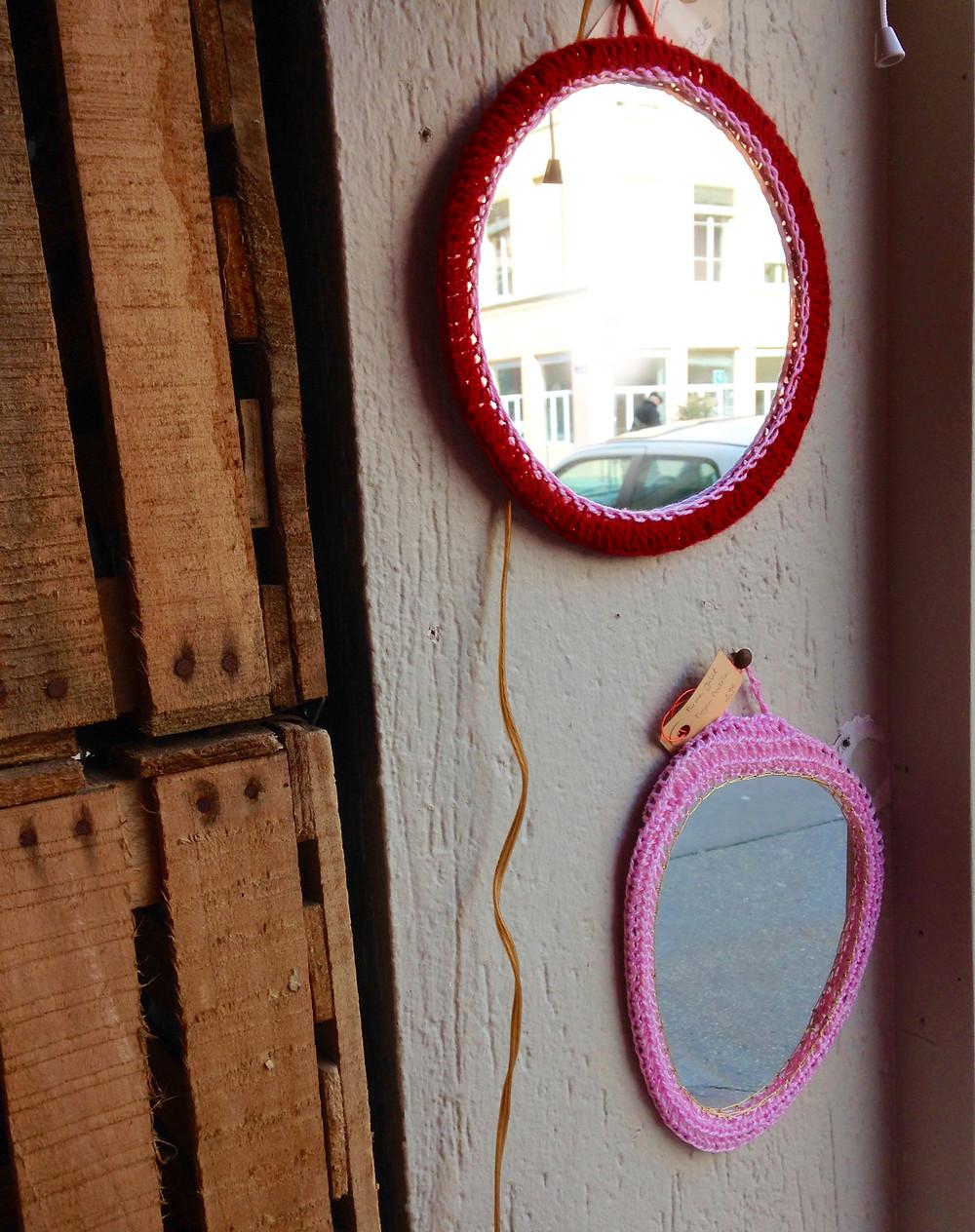 Miroirs crochetés chez Coloris. Photos © lalaklak, décoratrice et architecte d'intérieur Lyon 4 Croix-Rousse