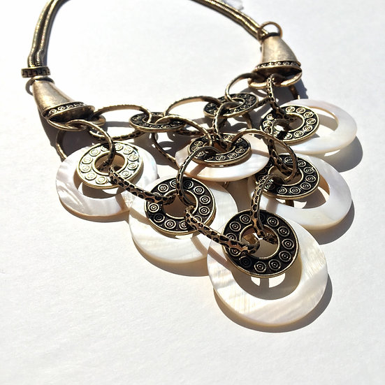 Circle Beje Shell Necklace