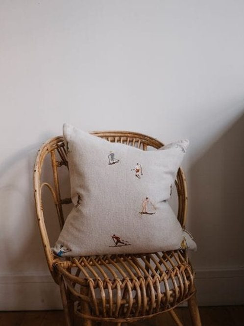 SKIERS EMBROIDERED CUSHION