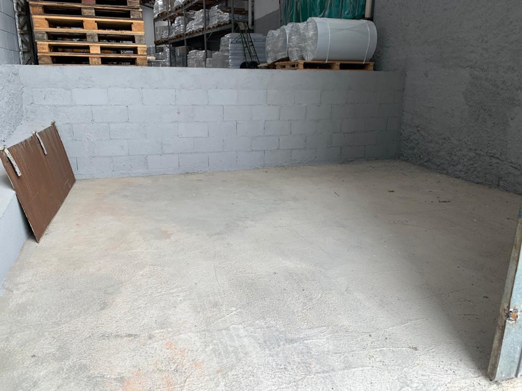 Demolição de rampa e concretagem de piso.