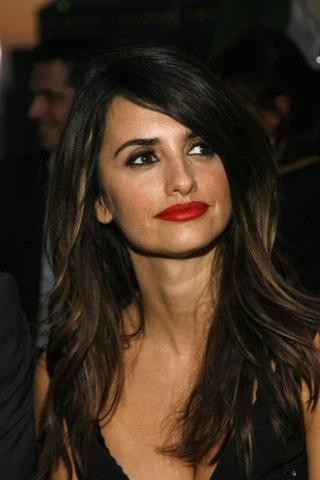 Picture of actress Penelope Cruz with red lips