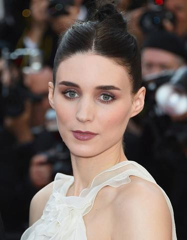 picture of actress rooney with dark mauve lips