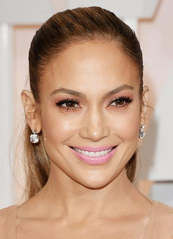 picture of actress/singer jennifer lopez with soft pink lips