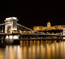 Luxus pure mit Premium Loung Swiss, Dieses luxuriöse Hotel bietet Blick auf den Burgpalast und liegt gegenüber vom Ufer der Donau