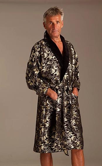 Feine Haute Couture Nachtwäsche - Hose, Negligés und  Pyjamas    Dieverwendeten Materialien sind ohne Ausnahme  hochqualitative Seide, wertvolle Baumwollpopeline,  Satin, Feinfrottier und Spitze.    Wollen Sie Ihr eigenes  Haute Couture Bademantel, ein Badehandtuch Set mit Ihrer  eigenen Initialen, eigenem Monogramm oder wollen Sie ein  elegantes, wertvolles Geschenk Ihren Lieben schenken,  bitte uns kontaktieren!  