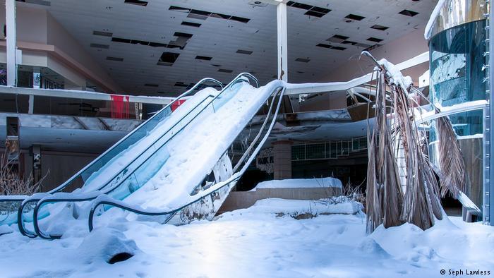Seph Lawless, Alışveriş Merkezleri