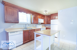 Kitchen with Island (temperature adjuste