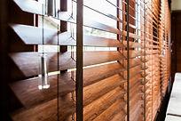 persiana de madeira na zona sul