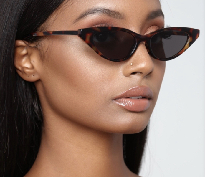 Bold, unique, and sassy...These glasses were not built for your comfort zone. Step out and serve your fiercest and most creative looks with these Stilettos glasses as the cherry on top
