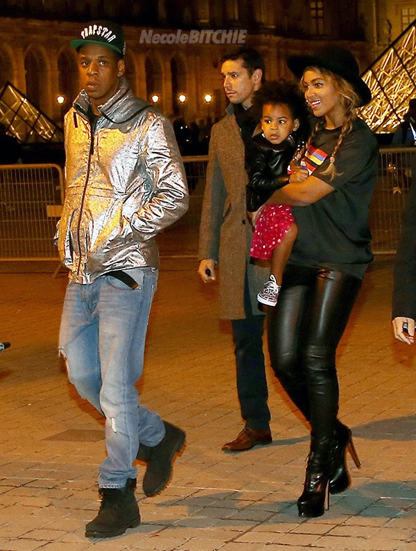 Jay-Z-Beyonce-Visit-The-Louvre-With-Blue-Ivy-2-600x794.jpg
