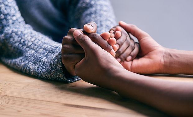 hålla händer