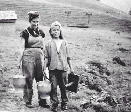 Emmi Bissig mit einem Knecht