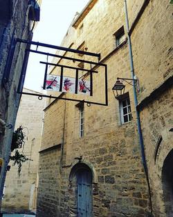 En #vacances 🌞 Centre historique de #Pezenas Ville de #Moliere #Herault #Occitanie #LanguedocRoussi