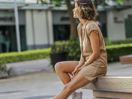 Vestidos con tenis: la opción perfecta para el look Comfy