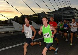 runners on millennium bridge dublin gt5k