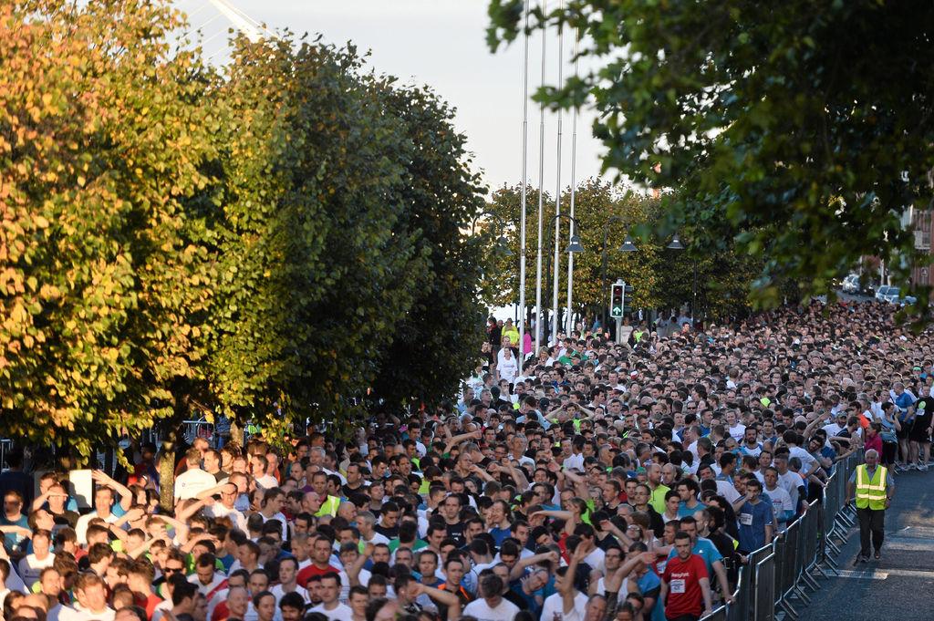 Crowd of runners in Dublin