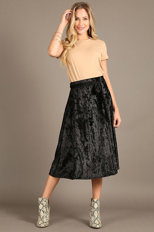 2057 Velvet, high waist, midi skirt in a relaxed fit with a waist tie.