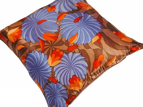 KUSSHON Lilac Silk Cushion